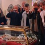 Il grumo di sangue di Padre Pio: le reliquie non passano mai di moda