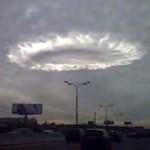 Il misterioso anello luminoso che aleggia sopra Mosca