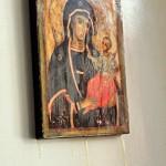 Miracolo in Francia: la Madonna piange olio
