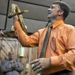 Religioso muore manipolando un serpente a sonagli